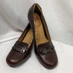 Sofft Burgundy Red Leather Heeled Loafer EUC 9M